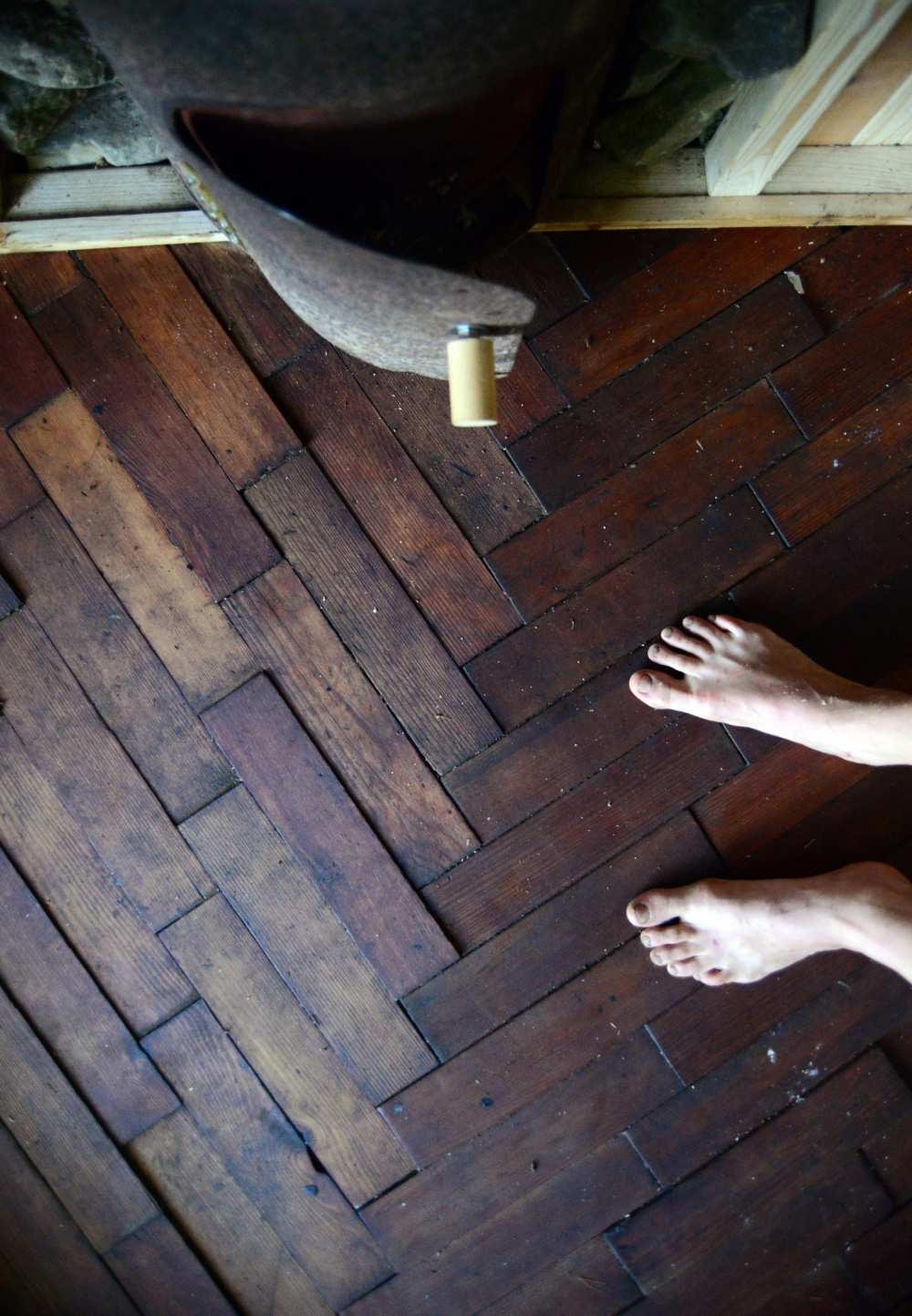 sauna_wooden_floor_design_tree_hut